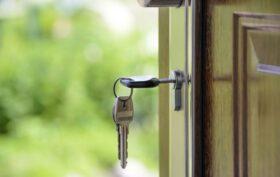 entre locataire et proprietaire qui doit payer les frais du serrurier